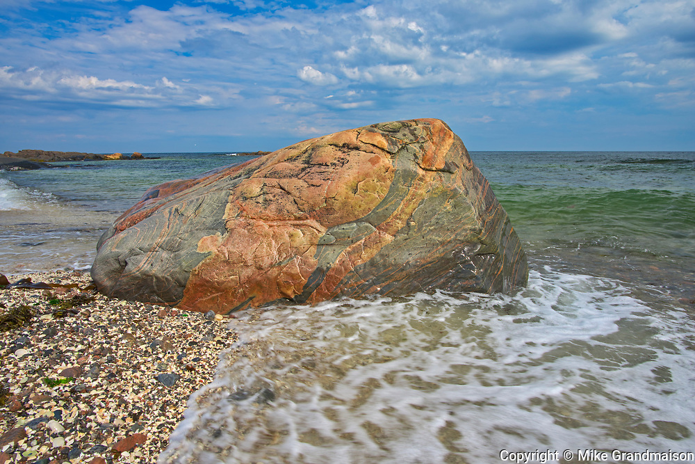 Rocky shoreline along the North Shore of the Gulf of St. Lawrence<br /> Rivière-au-Tonnerre<br /> Quebec<br /> Canada