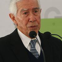 TOLUCA, Mex - El exgobernador Ignacio Pichardo Pagaza durante la firma de convenio entre el GEM y SEMARNAT  para otorgar cerca de mil millones de pesos para la conservacion y mejora del medio ambiente en la entidad mexiquense. Agencia MVT / Crisanta Espinosa.