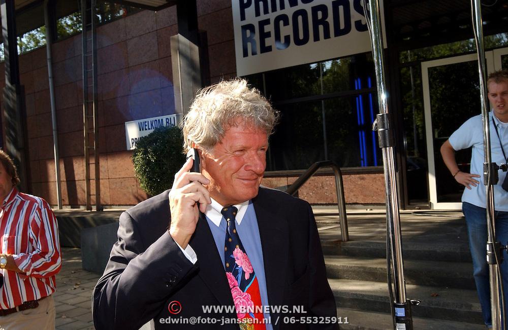 Start Princess Records, Willibrord Frequin bellend aan de telefoon