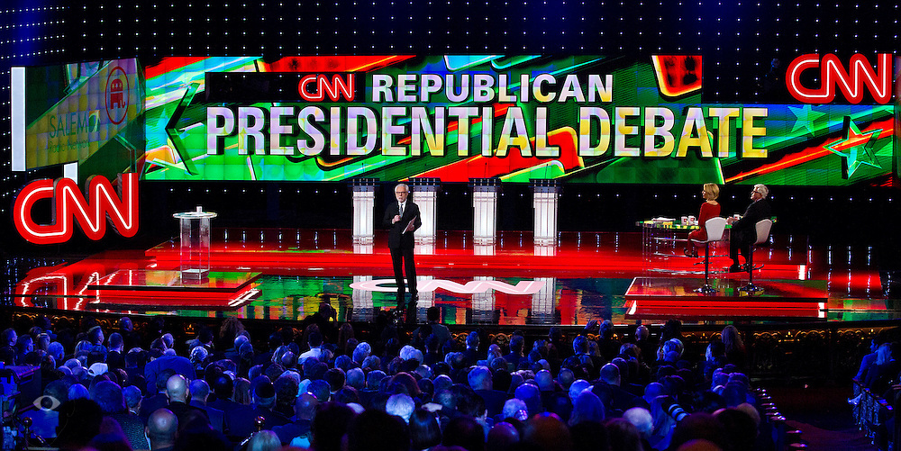 CNN news anchor Wolf Blitzer readies to moderate the Republican presidential candidates (L-R) former New York Gov. George Pataki, former Arkansas Gov. Mike Huckabee, former Pennsylvania Sen. Rick Santorum and South Carolina Sen. Lindsey Graham taking to the main stage prior to the start of the GOP debate hosted by CNN, at The Venetian hotel in Las Vegas, Nevada, December 15, 2015. AFP PHOTO / L.E .BASKOW