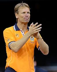 12-09-2014 NED: Davis Cup Nederland - Kroatie, Amsterdam<br /> Jan Siemerink is blij als Igor Sijsling de eerste set wint