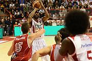 DESCRIZIONE : Pistoia Lega serie A 2013/14  Giorgio Tesi Group Pistoia Pesaro<br /> GIOCATORE : KYLE GIBSON<br /> CATEGORIA : passaggio composizione<br /> SQUADRA : Giorgio Tesi Group Pistoia<br /> EVENTO : Campionato Lega Serie A 2013-2014<br /> GARA : Giorgio Tesi Group Pistoia Pesaro Basket<br /> DATA : 24/11/2013<br /> SPORT : Pallacanestro<br /> AUTORE : Agenzia Ciamillo-Castoria/M.Greco<br /> Galleria : Lega Seria A 2013-2014<br /> Fotonotizia : Pistoia  Lega serie A 2013/14 Giorgio  Tesi Group Pistoia Pesaro Basket<br /> Predefinita :