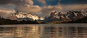 Cuernos del Paine, Lago Pehoe, Parque Nacional Torres del Paine, Patagonia, Chile.