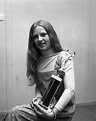 1975 - Miss Pepsi Personality Girl.    (J64).