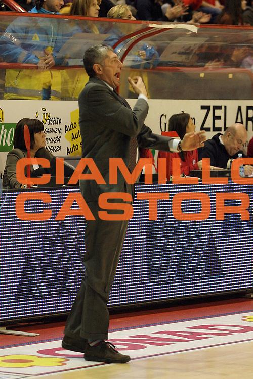 DESCRIZIONE : Pistoia Lega A2 2010-11 Tuscany Pistoia Trenkwalder Reggio Emilia<br /> GIOCATORE : Coach Frates Fabrizio<br /> SQUADRA : Trenkwalder Reggio Emilia<br /> EVENTO : Campionato Lega A2 2010-2011<br /> GARA : Tuscany Pistoia Trenkwalder Reggio Emilia<br /> DATA : 20/02/2011<br /> CATEGORIA : <br /> SPORT : Pallacanestro<br /> AUTORE : Agenzia Ciamillo-Castoria/Stefano D'Errico<br /> Galleria : Lega Basket A2 2010-2011 <br /> Fotonotizia : Pistoia Lega A2 2010-2011 Tuscany Pistoia Trenkwalder Reggio Emilia<br /> Predefinita :