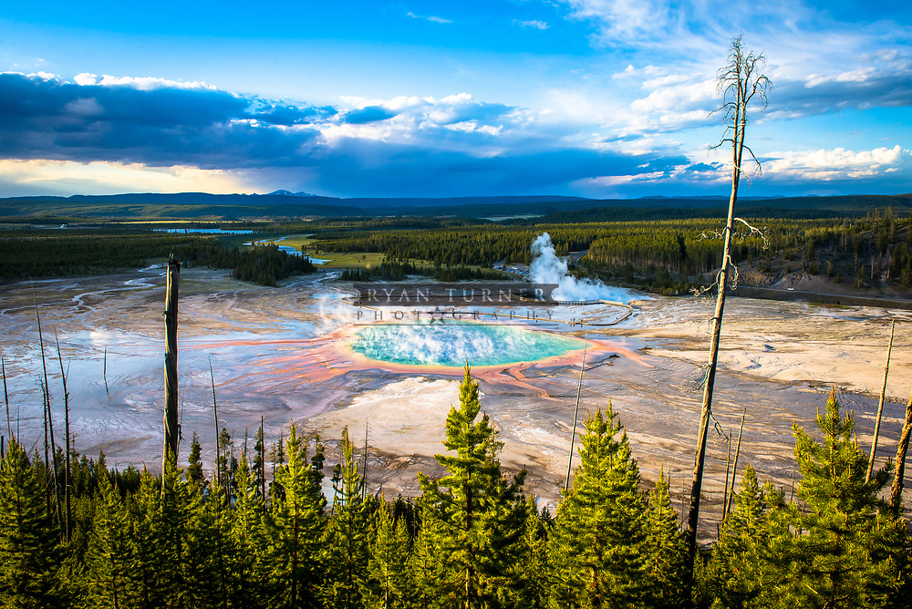 Grand veiw of Yellowstone National Parks Grand Prismatic Spring.