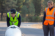 Bij Chester, Californië, test het team de Velox.. Het Human Power Team Delft en Amsterdam, dat bestaat uit studenten van de TU Delft en de VU Amsterdam, is in Amerika om tijdens de World Human Powered Speed Challenge in Nevada een poging te doen het wereldrecord snelfietsen voor vrouwen te verbreken met de VeloX 8, een gestroomlijnde ligfiets. Het record is met 121,81 km/h sinds 2010 in handen van de Francaise Barbara Buatois. De Canadees Todd Reichert is de snelste man met 144,17 km/h sinds 2016.<br /> <br /> With the VeloX 8, a special recumbent bike, the Human Power Team Delft and Amsterdam, consisting of students of the TU Delft and the VU Amsterdam, wants to set a new woman's world record cycling in September at the World Human Powered Speed Challenge in Nevada. The current speed record is 121,81 km/h, set in 2010 by Barbara Buatois. The fastest man is Todd Reichert with 144,17 km/h.