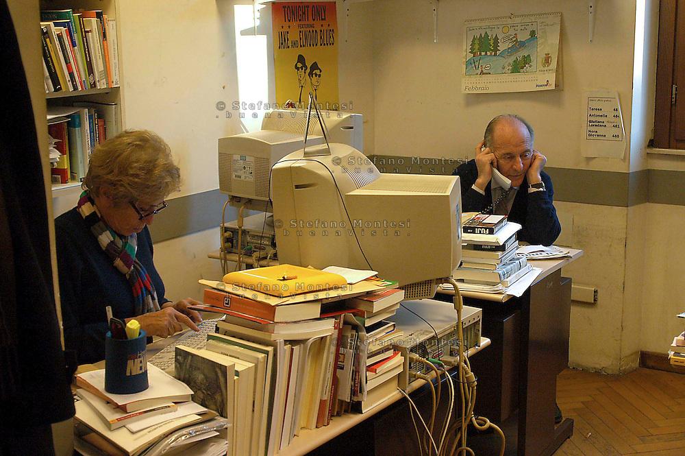 Roma  4 Febbraio 2005.Luciana Castellina e Valentino Parlato nella sede  del Quotidiano Il Manifesto, in via Tomacelli.