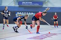 ROTTERDAM  - NK Zaalhockey . finale dames hoofdklasse: hdm-Laren 2-1. hdm landskampioen.  Lisanne de Lange (Lar) met Mascha Sterk (HDM)   COPYRIGHT KOEN SUYK