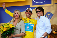 CYCLING - TOUR DE FRANCE 2010 - BORDEAUX (FRA) - 23/07/2010 - PHOTO : VINCENT CURUTCHET / DPPI - <br /> STAGE 18 - SALIES DE BEARN > BORDEAUX - ALBERTO CONTADOR (ESP) / ASTANA / LEADER WITH CAMERON DIAZ AND TOM CRUISE