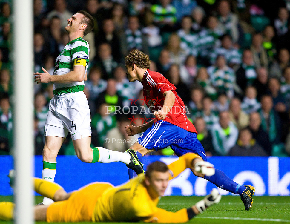 GLASGOW, SCOTLAND - Thursday, October 1, 2009: SK Rapid Vienna's Nikica Jelavic celebrates scoring the opening goal against Glasgow Celtic during the UEFA Europa League Group C match at Celtic Park. (Pic by Juergen Feichter/Expa/Propaganda)
