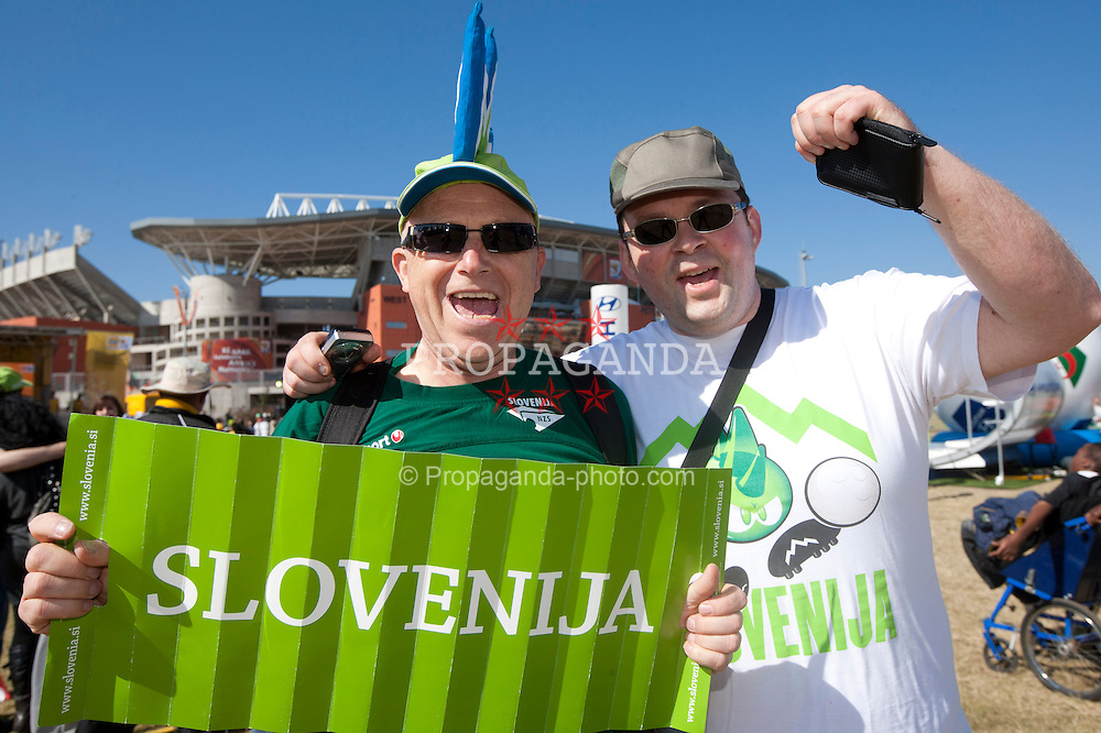 13.06.2010, Peter Mokaba Stadium, Polokwane, RSA, FIFA WM 2010, Algerien (ALG) vs Slowenien (SLO), im Bild Slovenia and Algeria fans arrive ahead for the Group. EXPA Pictures © 2010, PhotoCredit: EXPA/ Sportida/ Vid Ponikvar.