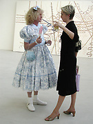 GRAYSON PERRY and Jules Dixon. Saatchi Gallery reception. 29 May 2001. © Copyright Photograph by Dafydd Jones 66 Stockwell Park Rd. London SW9 0DA Tel 020 7733 0108 www.dafjones.com