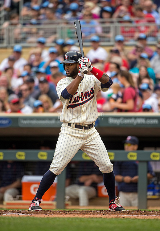 MINNEAPOLIS, MN- MAY 16: Danny Santana #39 of the Minnesota Twins bats against the Tampa Bay Rays on May 16, 2015 at Target Field in Minneapolis, Minnesota. The Twins defeated the Rays 6-4. (Photo by Brace Hemmelgarn) *** Local Caption *** Danny Santana
