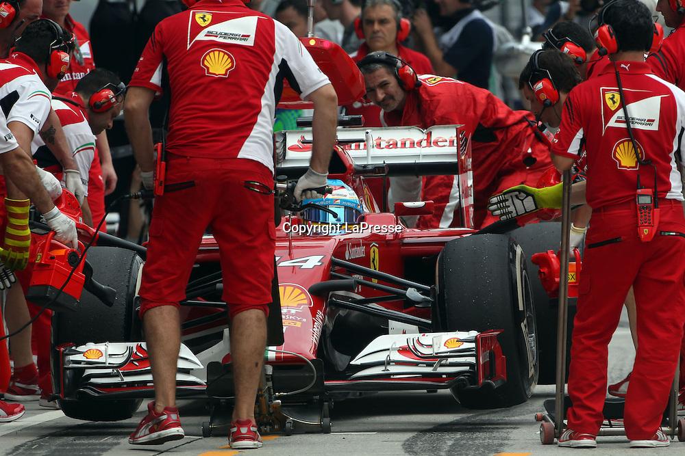 &copy; Photo4 / LaPresse<br /> 29/3/2014 Sepang, Malaysia<br /> Sport <br /> Grand Prix Formula One Malaysia 2014<br /> In the pic: pit stop testing for Fernando Alonso (ESP) Scuderia Ferrari F14-T