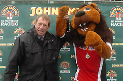LEE, CHAMP THE LION ON WINNERS STAND WITH HIS  MEDAL, AND TV RACE COMMENTATOR DEREK THOMPSON, , John Smiths Mascot Grand National, Huntingdon Racecourse Sunday 5th October 2008