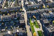 Nederland, Utrecht, Amersfoort, 24-10-2013; de wijk Vathorst, deelplan De Laak. Het stedenbouwkundig plan (van de stedebouwkundigen West8 met Adriaan Geuze ). Grachtenstad met imitatie grachtenpanden. Kinderspeelplaats. <br /> New housing district Vathorst in Amersfoort, the urban plan of this Canal City, is based on canals with canal house-style houses. Developed by the urban development agency West8, Adriaan Geuze.<br /> luchtfoto (toeslag op standaard tarieven);<br /> aerial photo (additional fee required);<br /> copyright foto/photo Siebe Swart.