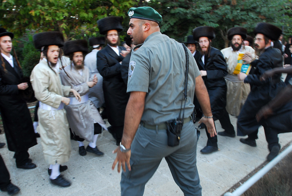 Israeli policemen clash with Ultra orthodox jewish demonstrators during a demonstration in Jerusalm agains opening Karta parting lot on Saturdays
