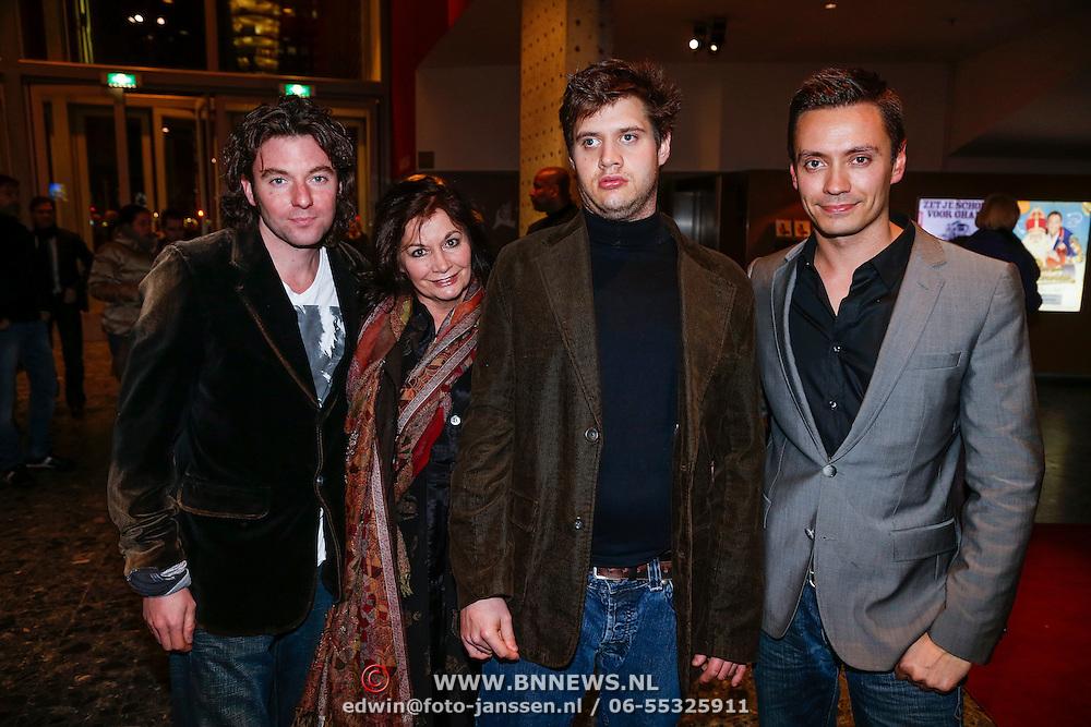 NLD/Rotterdam/20121129 - Premiere Hans Klok Experience show, belinda meuldijk en partner Thierry Duval Slothouwer met zoon Yoshi en Robbert