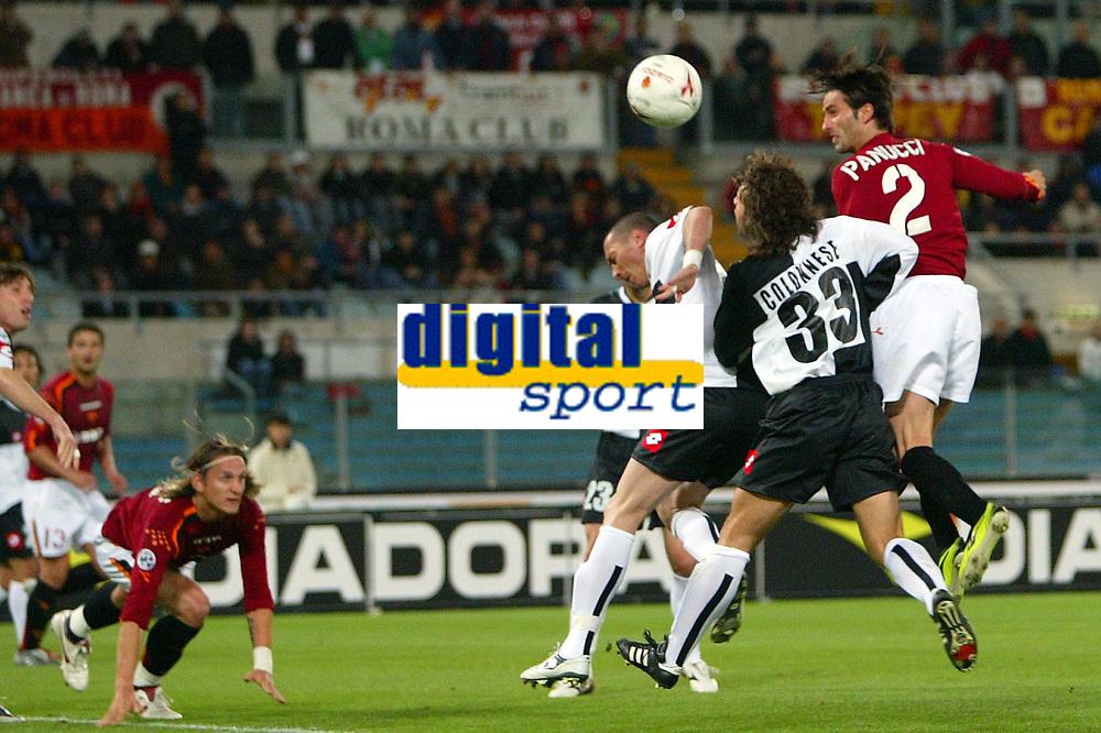 Fotball<br /> Serie A Italia 2004/05<br /> Roma v Siena<br /> 20. april 2005<br /> Foto: Digitalsport<br /> NORWAY ONLY<br /> l'occasione da gol sul colpo di testa di panucci. la palla potrebbe aver superato la linea