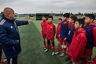 Qingyuan, Guangdong, Chine, le 11 mars 2016<br /> Des &eacute;l&egrave;ves de l'&eacute;cole de football Evergrande &eacute;coutent leur entraineur entraineur espagnol xxx. L'enseignement du foot-ball est r&eacute;alis&eacute; n partenariat avec la Fondation Real Madrid. <br /> Gilles Sabri&eacute; pour L'Equipe