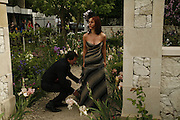 AMY NUTTALL IN THE LAURENT-PERRIER GARDEN, Press Preview of the RHS Chelsea Flower Show sponsored by Saga Insurance Services. Royal Hospital Rd. London. 22 May 2006. ONE TIME USE ONLY - DO NOT ARCHIVE  © Copyright Photograph by Dafydd Jones 66 Stockwell Park Rd. London SW9 0DA Tel 020 7733 0108 www.dafjones.com