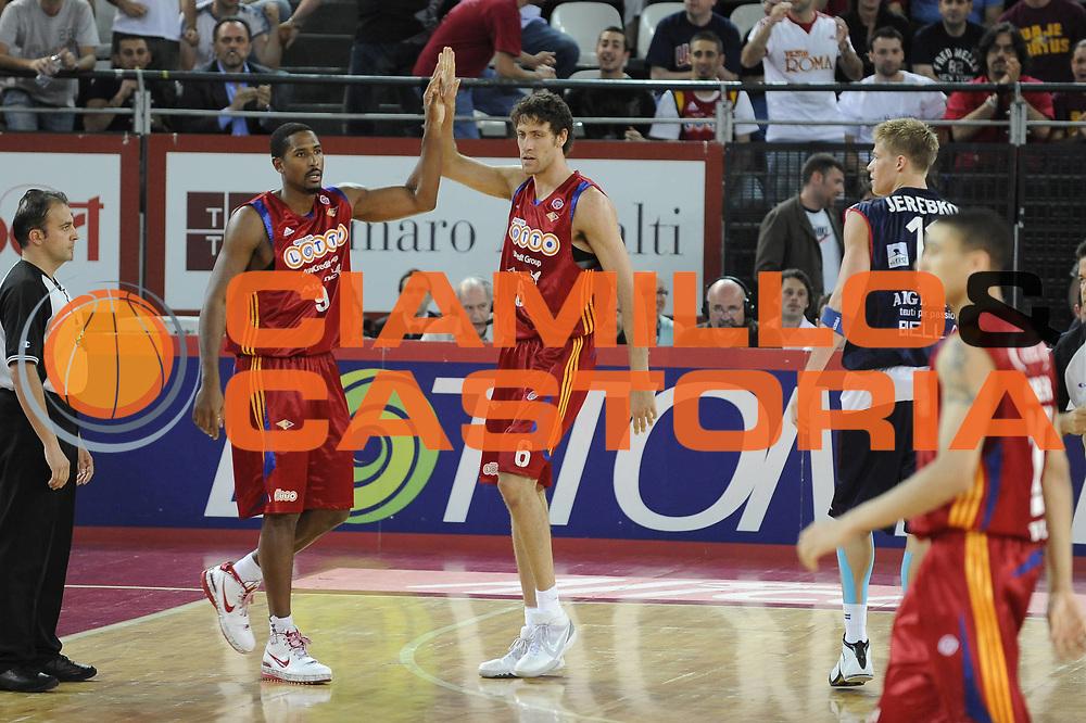 DESCRIZIONE : Roma Lega A 2008-09 Playoff Quarti di finale Gara 5 Lottomatica Virtus Roma Angelico Biella<br /> GIOCATORE : Andre Hutson Angelo Gigli<br /> SQUADRA : Lottomatica Virtus Roma<br /> EVENTO : Campionato Lega A 2008-2009 <br /> GARA : Lottomatica Virtus Roma Angelico Biella<br /> DATA : 26/05/2009<br /> CATEGORIA : Esultanza<br /> SPORT : Pallacanestro <br /> AUTORE : Agenzia Ciamillo-Castoria/G.Ciamillo