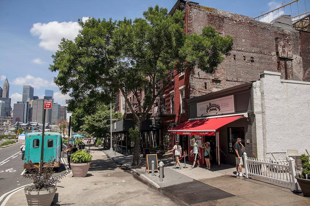 Julianas Pizza.  DUMBO, Brooklyn