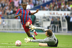 PARIS, FRANCE - WEDNESDAY, MAY 17th, 2006: Arsenal's Jens Lehmann brings down FC Barcelona's Samuel Eto'o during the UEFA Champions League Final at the Stade de France. (Pic by David Rawcliffe/Propaganda)