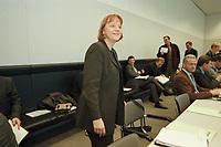 06 MAR 2001, BERLIN/GERMANY:<br /> Angela Merkel, CDU Bundesvorsitzende, vor Beginn der CDU/CSU Fraktionssitzung, Fraktionssaal<br /> IMAGE: 20010306-03/01-19