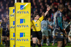 referee JP Doyle awards a penalty try to Leicester during the second half of the match - Photo mandatory by-line: Rogan Thomson/JMP - Tel: Mobile: 07966 386802 04/01/2012 - SPORT - RUGBY - Sixways - Worcester. Worcester Warriors v Leicester Tigers - Aviva Premiership.