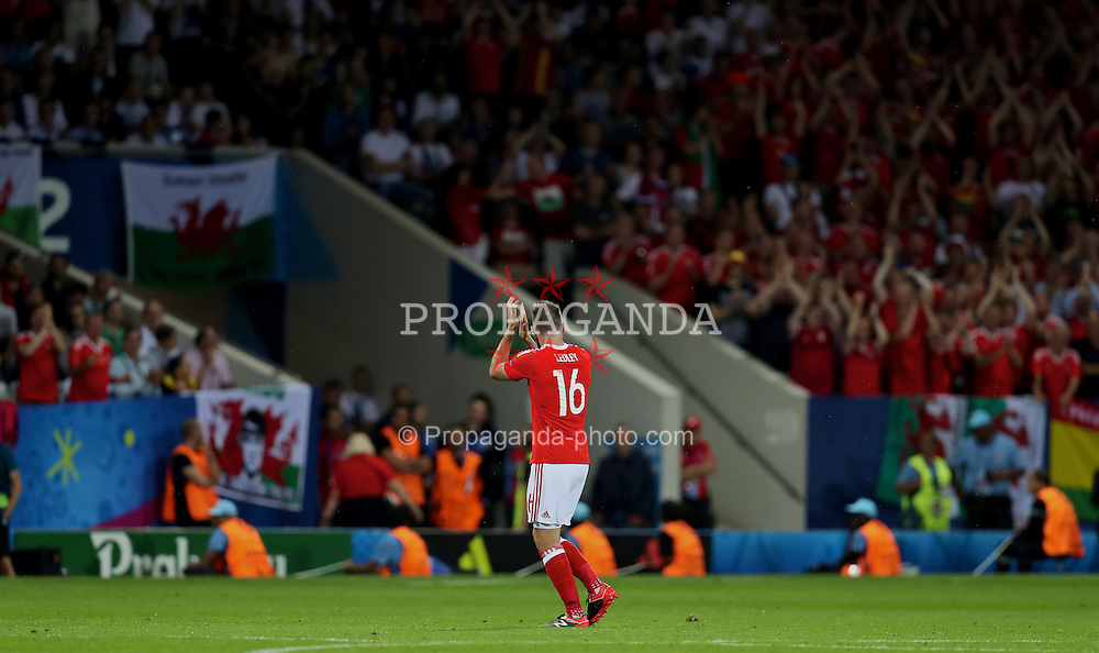 TOULOUSE, FRANCE - Monday, June 20, 2016: Wales' Joe Ledley applauds the supporters as he is substituted against Russia during the final Group B UEFA Euro 2016 Championship match at Stadium de Toulouse. (Pic by David Rawcliffe/Propaganda)