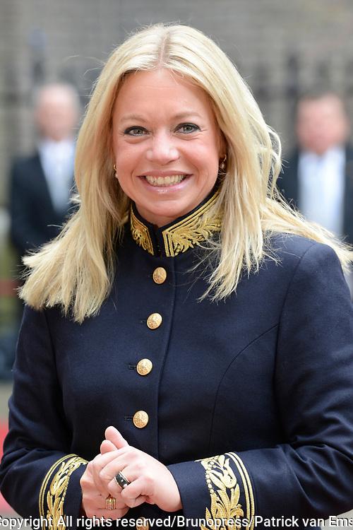 Prinsjesdag 2013 - Aankomst Parlementari&euml;rs bij de Ridderzaal op het Binnenhof.<br /> <br /> Op de foto:  Jeanine Hennis-Plasschaert - Minister van Defensie