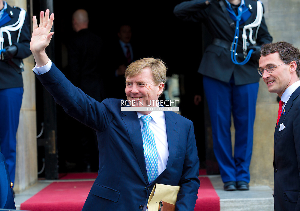AMSTERDAM - ARRIVAL OF KING WILLEM AXELXANDER FOR THE BIRTHDAY PARTY OF DUTCH KING WILLEM ALEXANDER. COPRIGHT ROBIN UTRECHT