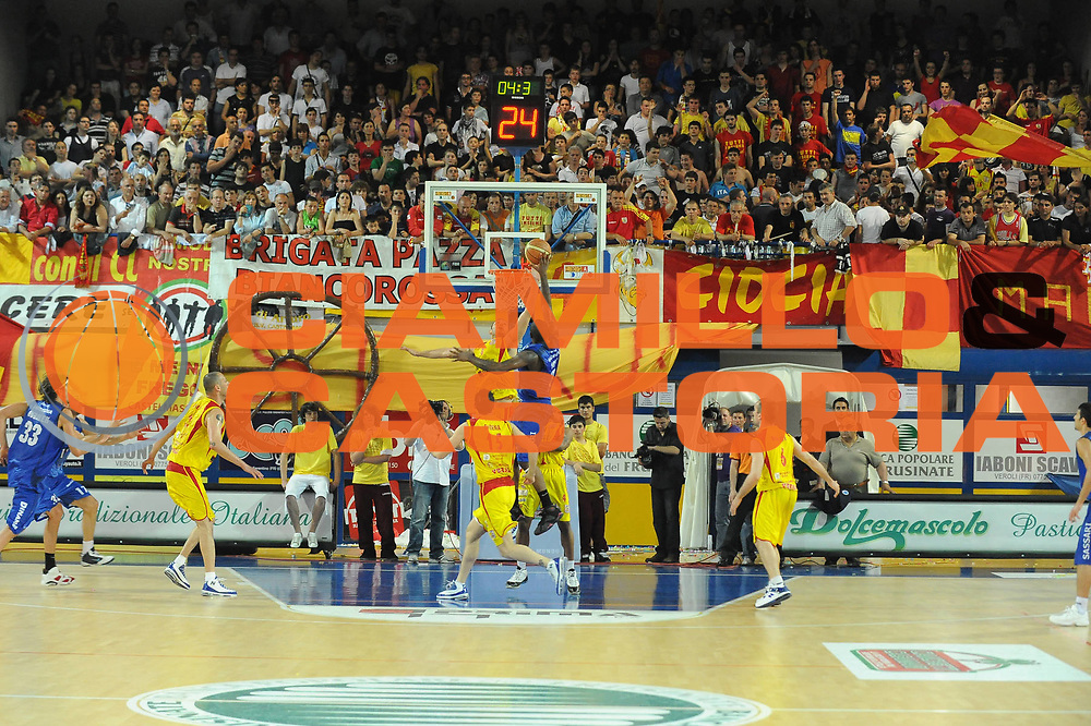 DESCRIZIONE : Frosinone Lega A2 2009-10 Playoff Finale Gara 1 Prima Veroli Banco di Sardegna Sassari<br /> GIOCATORE : Palazzetto Arena Tifosi Prima Veroli <br /> SQUADRA : Prima Veroli <br /> EVENTO : Campionato Lega A2 2009-2010<br /> GARA : Prima Veroli Banco di Sardegna Sassari<br /> DATA : 06/06/2010<br /> CATEGORIA : Panoramica<br /> SPORT : Pallacanestro <br /> AUTORE : Agenzia Ciamillo-Castoria/GiulioCiamillo<br /> Galleria : Lega Basket A2 2009-2010 <br /> Fotonotizia : Frosinone Campionato Italiano Lega A2 2009-2010 Playoff Finale Gara 1 Prima Veroli Banco di Sardegna Sassari<br /> Predefinita :
