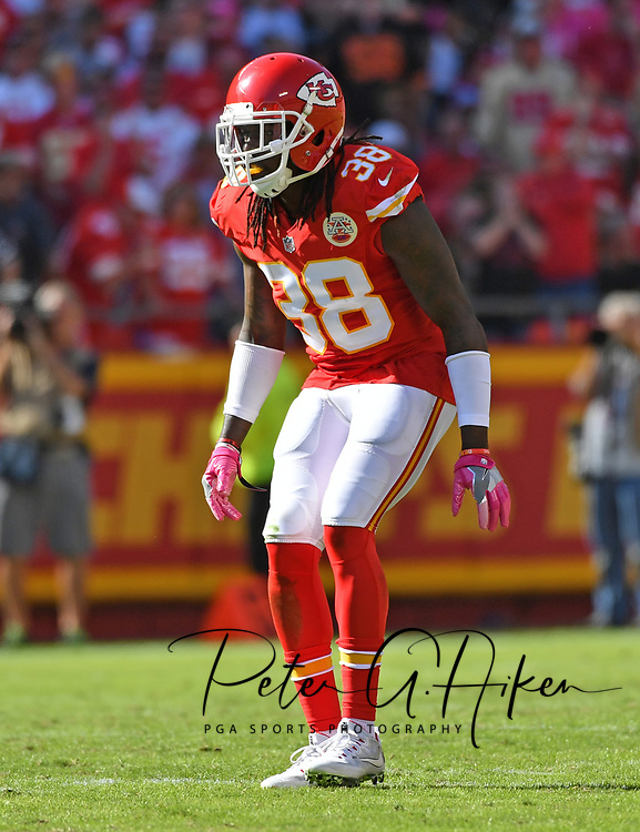 KANSAS CITY, MO - OCTOBER 23:  Defensive back Ron Parker #38 of the Kansas City Chiefs gets set on defense against the New Orleans Saints during the second half on October 23, 2016 at Arrowhead Stadium in Kansas City, Missouri.  (Photo by Peter G. Aiken/Getty Images) *** Local Caption *** Ron Parker
