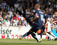Photo: Chris Ratcliffe.<br />Southend United v Stoke City. Coca Cola Championship.<br />05/08/2006.<br />Freddy Eastwood of Southend scoring the first Southend goal from the penalty spot.