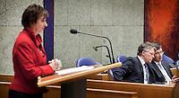 Nederland. Den Haag, 13 januari 2010.<br /> Debat Tweede kamer inzake rapport commissie Davids. Mariette Hamer, PvdA,  aan het woord, in vak K luisteren Bos, Balkenende en Rouvoet<br /> Het kabinet erkent dat met de kennis van nu een beter volkenrechtelijk mandaat nodig was geweest voor de inval in Irak. Dat schrijft premier Balkenende in een brief aan de Tweede Kamer. Daarmee werd gisteren een kabinetscrisis afgewend.<br /> Gisteren nam Balkenende nog afstand van de passage over het mandaat in het rapport van de commissie-Davids.<br /> Foto Martijn Beekman