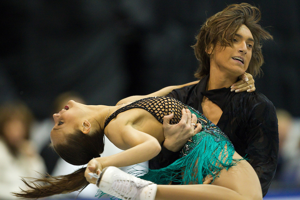 GJR366 -20111028- Mississauga, Ontario,Canada-  Ekaterina Pushkash  and  Jonathan Guerreiro of Russia skate their short program at Skate Canada International, in Mississauga Ontario, October 28, 2011.<br /> AFP PHOTO/Geoff Robins