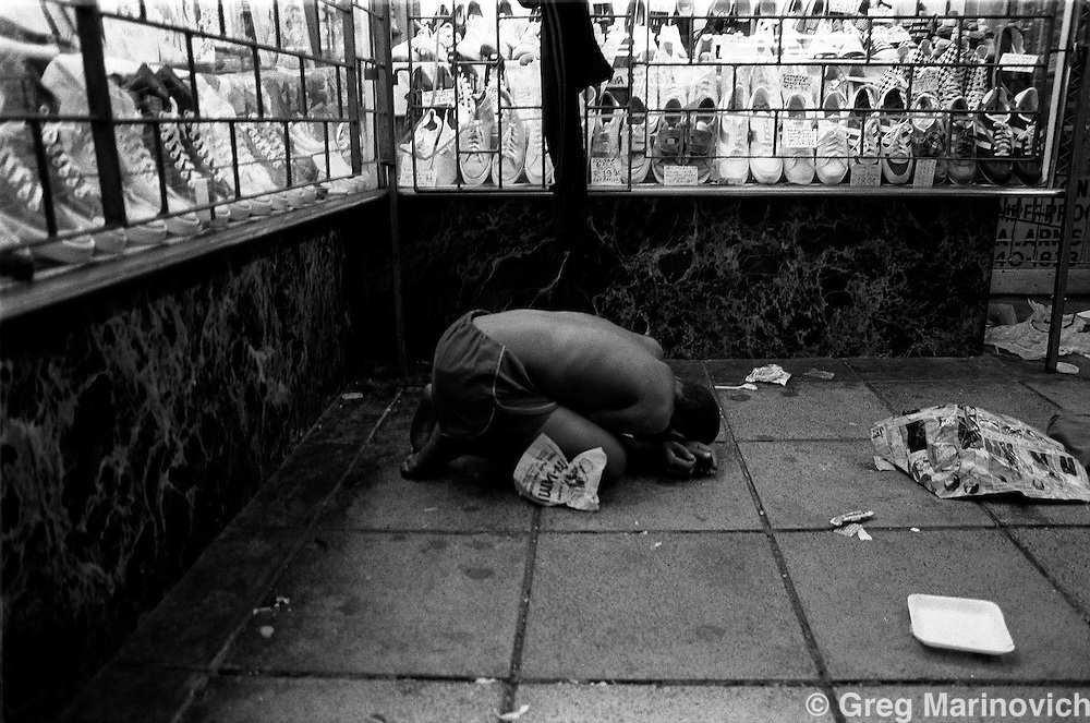 Street child sleeps on pavement in Hillbrow, Johannesburg 1984. (Greg Marinovich)