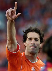 04-06-2005 VOETBAL: NEDERLAND-ROEMENIE: ROTTERDAM <br /> Het Nederlands elftal heeft weer een stap gezet richting het WK van volgend jaar in Duitsland. In Rotterdam werd Roemenië met 2-0 verslagen / Ruud van Nistelrooy<br /> ©2005-WWW.FOTOHOOGENDOORN.NL