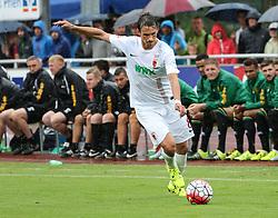 26.07.2015, Prien am Chiemsee, GER, Testspiel, FC Augsburg vs Norwich City, im Bild Markus Feulner (FC Augsburg #8) spielt den Ball, flankt // during the International Friendly Football Match between FC Augsburg and Norwich City in Prien am Chiemsee, Germany on 2015/07/26. EXPA Pictures © 2015, PhotoCredit: EXPA/ Eibner-Pressefoto/ Krieger<br /> <br /> *****ATTENTION - OUT of GER*****