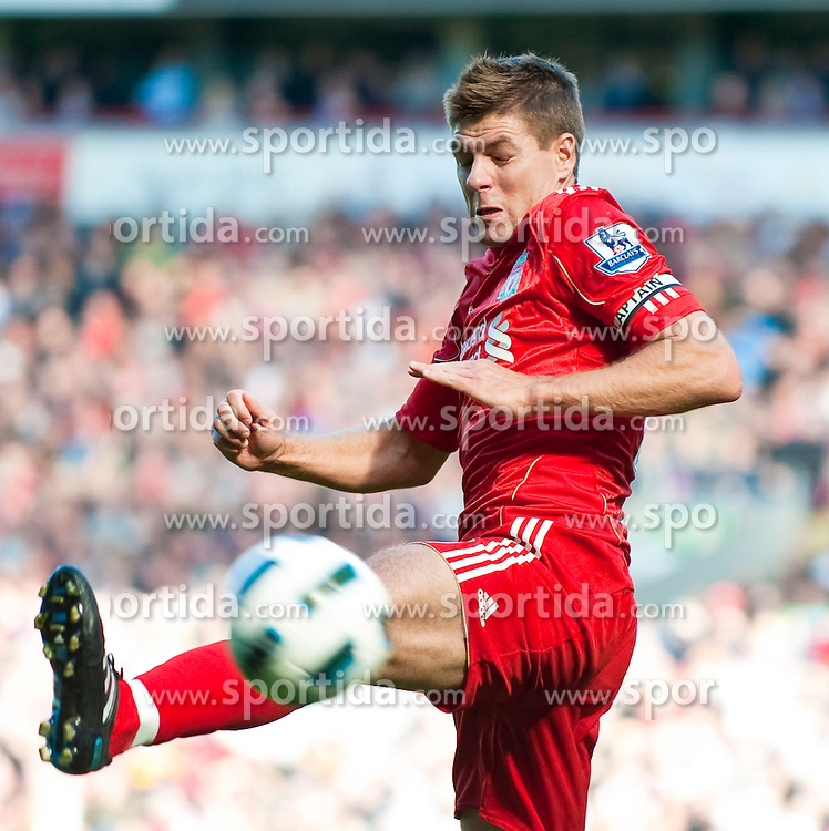 29.08.2010, Anfield, Liverpool, ENG, PL, Liverpool FC vs West Bromwich Albion?, im Bild Liverpool's captain Steven Gerrard MBE in action against West Bromwich Albion during the Premiership match at Anfield, EXPA Pictures © 2010, PhotoCredit: EXPA/ Propaganda/ D. Rawcliffe *** ATTENTION *** UK OUT! / SPORTIDA PHOTO AGENCY