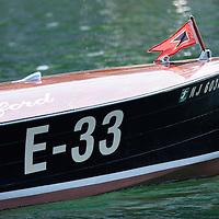 Navig'Aix 2007. Copyright : Thierry Seray..Miss Belford-Chris Craft 1940 - (Utilities modified) Owner and pilot : Eric Andr? REUNION DE VIEUX BATEAUX A MOTEUR SUR LE LAC D'AIX LES BAINS. NAVIG'AIX. VIEUX CANOTS AUTOMOBILES. CHRIS CRAFT, HACKER CRAFT, RIVA