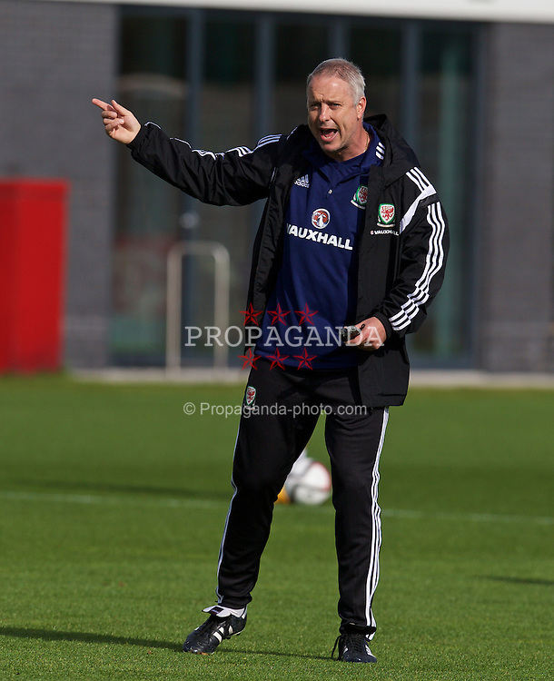 NEWPORT, WALES - Wednesday, October 8, 2014: Wales' coach Kit Symons training at Dragon Park National Football Development Centre ahead of the UEFA Euro 2016 qualifying match against Bosnia and Herzegovina. (Pic by David Rawcliffe/Propaganda)
