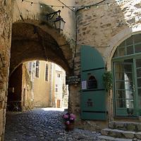 EN&gt; A small passageway in the town of Saint Montan in the Ardeche, France |<br /> SP&gt; Una callejuela en el pueblo de Saint Montan en la regi&oacute;n del Ardeche, Francia