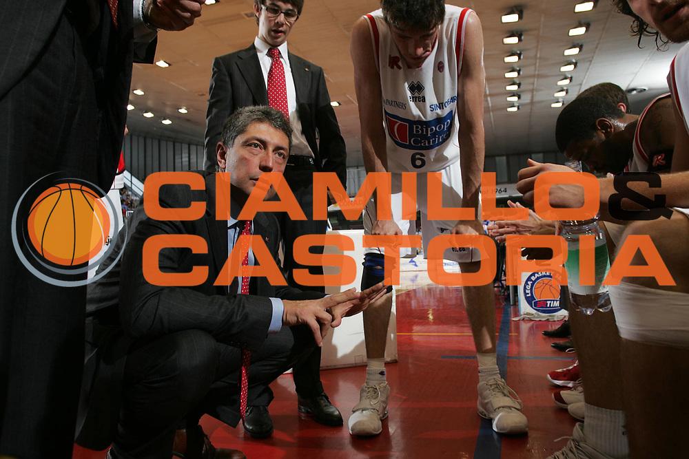DESCRIZIONE : Reggio Emilia Lega A1 2005-06 Bipop Carire Reggio Emilia Vertical Vision Cantu <br /> GIOCATORE : Frates <br /> SQUADRA : Bipop Carire Reggio Emilia <br /> EVENTO : Campionato Lega A1 2005-2006 <br /> GARA : Bipop Carire Reggio Emilia Vertical Vision Cantu <br /> DATA : 07/05/2006 <br /> CATEGORIA : Timeout <br /> SPORT : Pallacanestro <br /> AUTORE : Agenzia Ciamillo-Castoria/Fotostudio 13