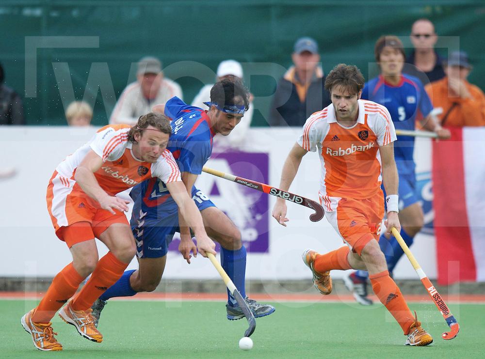 AUCKLAND - Champions Trophy men.Netherlands v Korea.foto: Bob de Voogd duel met Jin Kim Young.FFU Press Agency  COPYRIGHT FRANK UIJLENBROEK..