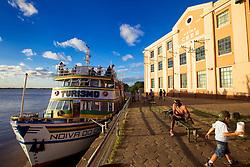 O barco Noiva do Caí, que faz passeios turísticos as margens do rio Guaíba, ancorado na Unsina do Gasômetro, em um fim de tarde em Porto Alegre. FOTO: Jefferson Bernardes/Preview.com