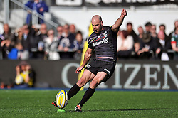 Charlie Hodgson of Saracens kicks for the posts - Photo mandatory by-line: Patrick Khachfe/JMP - Mobile: 07966 386802 11/04/2015 - SPORT - RUGBY UNION - London - Allianz Park - Saracens v Leicester Tigers - Aviva Premiership